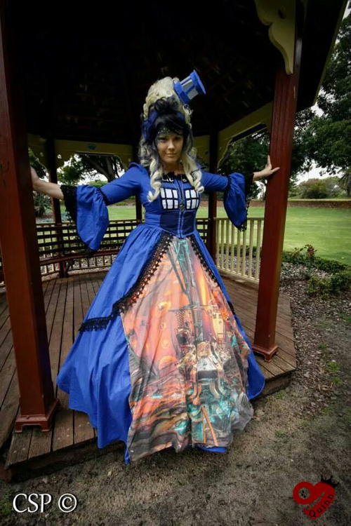Doctor Who TARDIS Cosplay